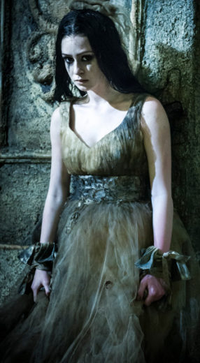 "Marina Ruy Barbosa está na minissérie ""Amorteamo"" e interpreta morta-viva"