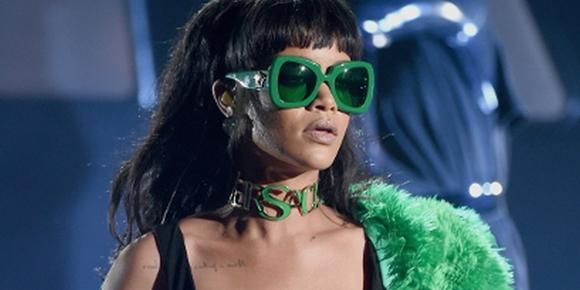 "Rihanna é acusada de plágio pela música ""Bitch Better Have My Money"""