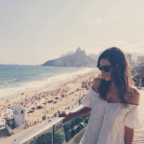 Phoebe Tonkin posta foto e declara seu amor pelo Brasil no Instagram