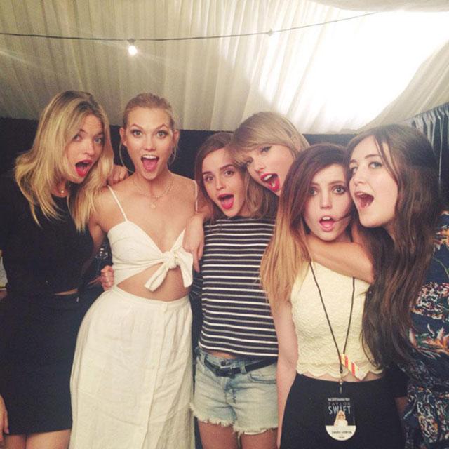 Emma Watson tira foto com Taylor Swift e suas amigas