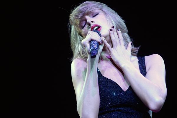 Fotógrafo chama Taylor Swift de hipócrita e ela responde. Entenda a situação