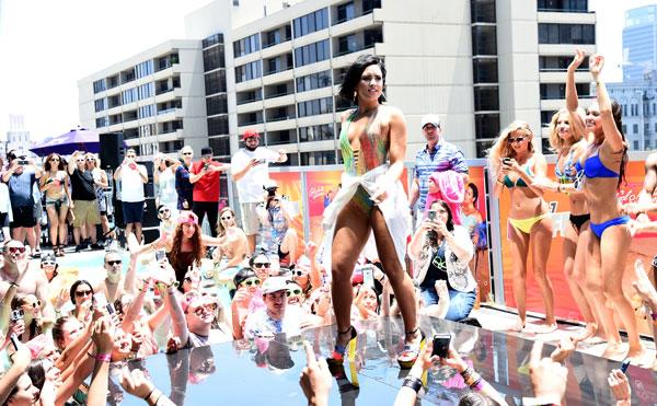 Demi Lovato Cool for the Summer - tombo no evento da Kiis FM