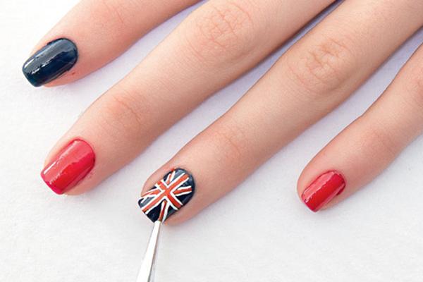 Passo a passo: unhas com bandeira da Inglaterra