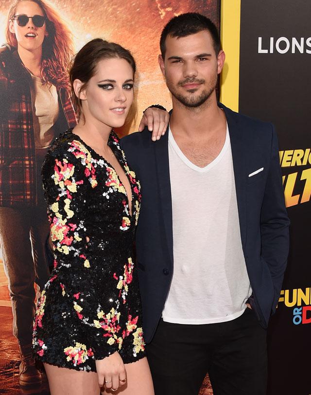 Kristen Stewart reencontra Taylor Lautner na première do filme American Ultra