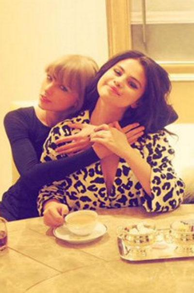 """Selena Gomez elogia Taylor Swift: """"ela é a melhor!"""""""