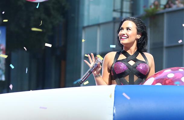 Vídeo de Demi Lovato com fãs causa polêmica