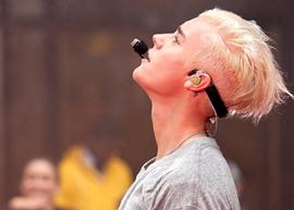 Justin Bieber muda de visual e ganhar certificado do Guiness Book