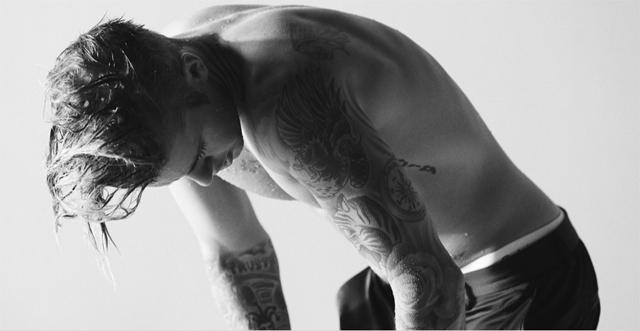 """Justin Bieber fala sobre namoro, religião e o futuro profissional na revista """"Complex"""""""