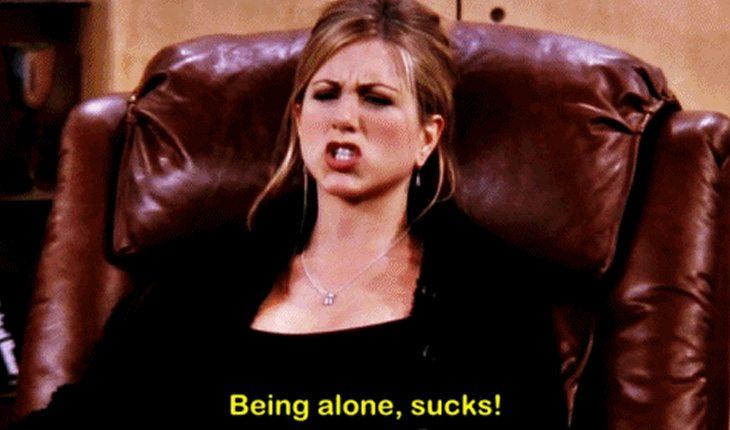 Rachel reclara de estar sozinha e tenta superar isso