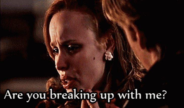 Menina tentando superar fim de namoro