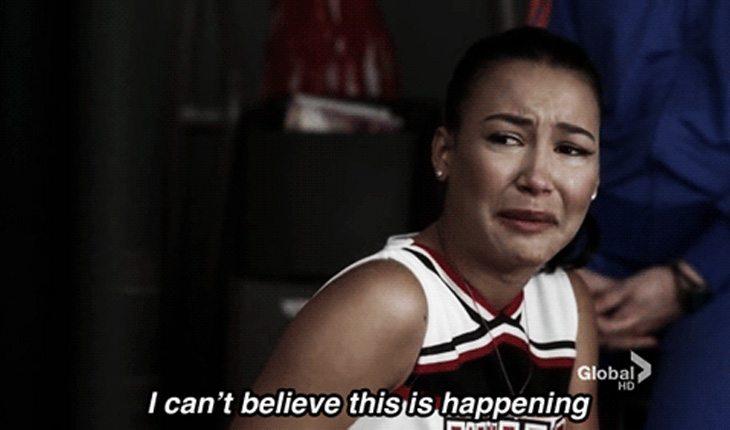 menina chorando tentando superar ter visto o boy com outra