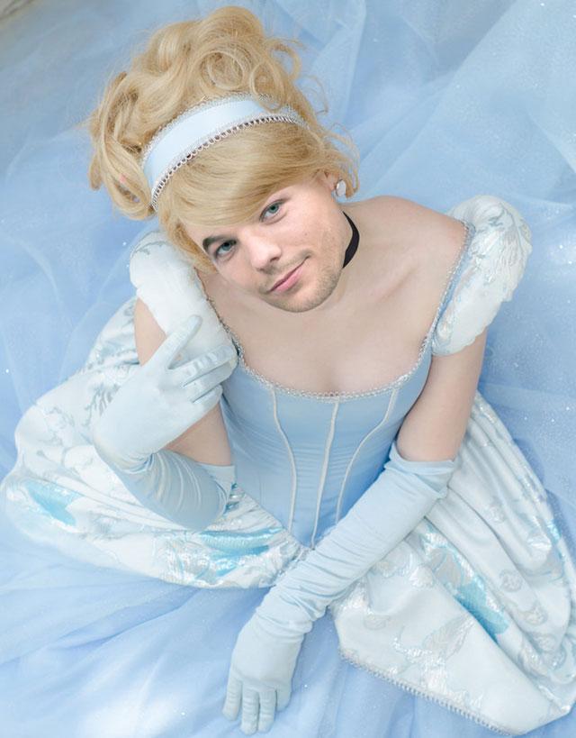Louis Tomlinson, da One Direction, como Cinderela, princesa da Disney
