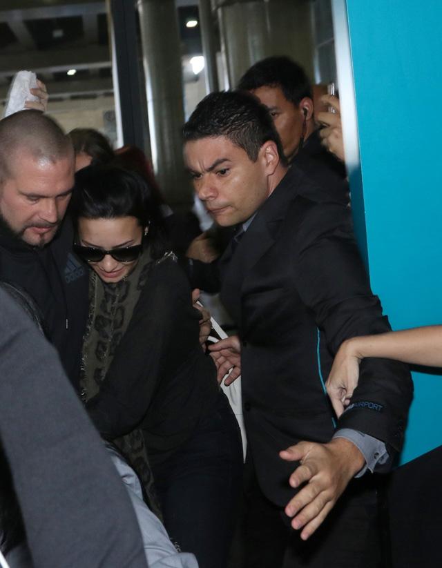 Demi Lovato chega ao Brasil para pocket show em São Paulo