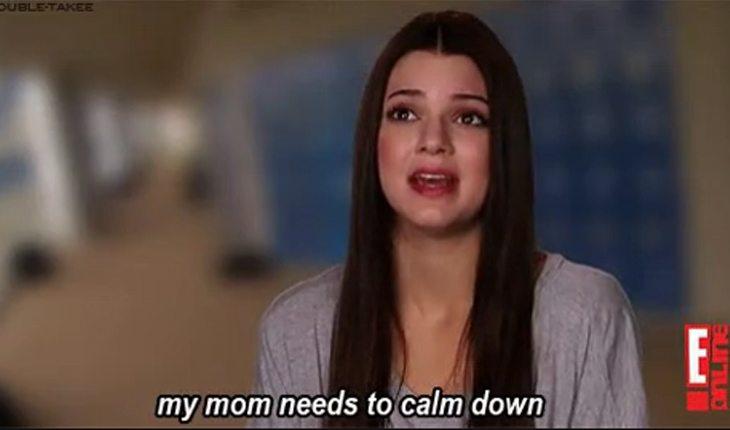 transmitir confiança para se dar bem com os pais: Kendall Jenner falando que sua mãe precisa ficar calma