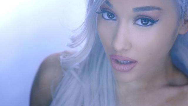 """Ariana Grande diz que seu novo álbum """"Moonlight"""" não tem nada a ver com o single """"Focus"""""""