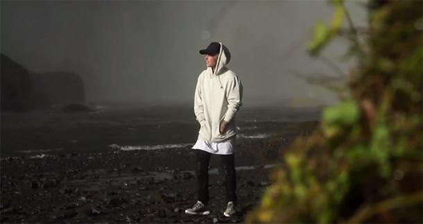 Justin Bieber fala sobre a fama em música nova