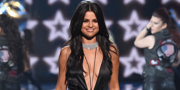 Selena Gomez, The Weeknd e Ellie Goulding se apresentam no Victoria's Secret Fashion Show; veja