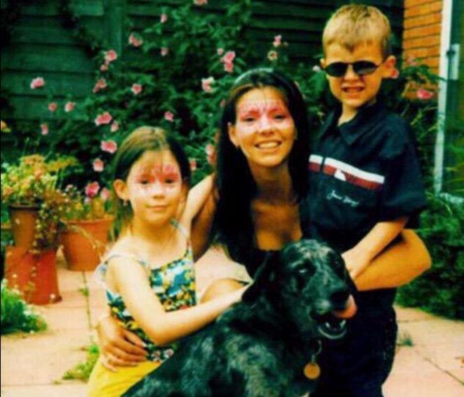 Harry Styles e mãe Anne Cox e irmã Gemma