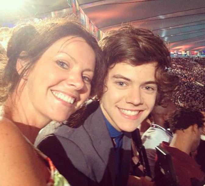 Harry Styles e mãe Anne Cox