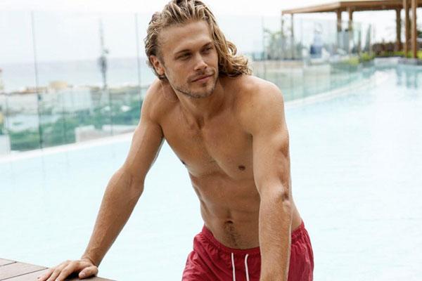 Olha ele aqui sendo lindo na piscina! (Foto: Divulgação/Instagram)