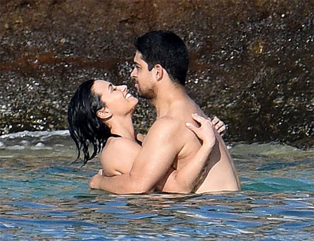 Demi Lovato curte o mar com Wilmer Valderrama