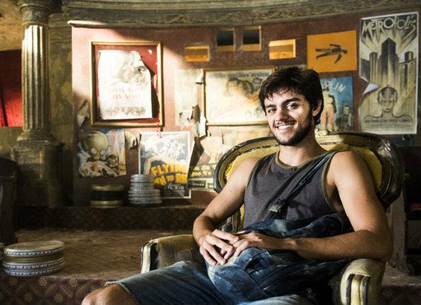 """Felipe Simas elogia seu personagem em """"Totalmente Demais"""""""