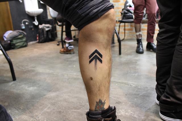 "NX Zero tatua o símbolo de ""Norte"""