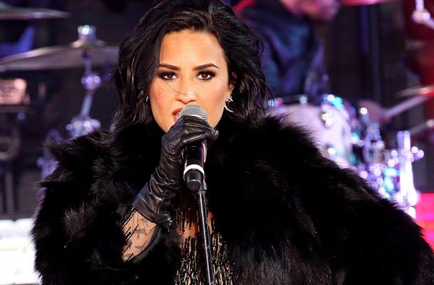 Veja a apresentação completa de Demi Lovato no New Year's Rockin' Eve 2016