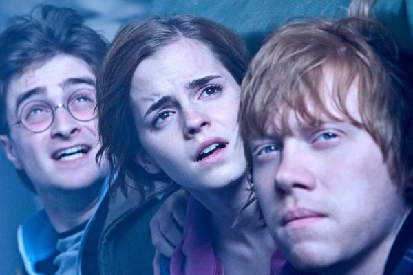 """Rupert Grint diz que foi difícil beijar Emma Watson em """"Harry Potter"""""""