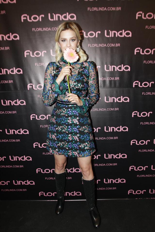 Sophia Abrahão desfila em evento de moda de São Paulo