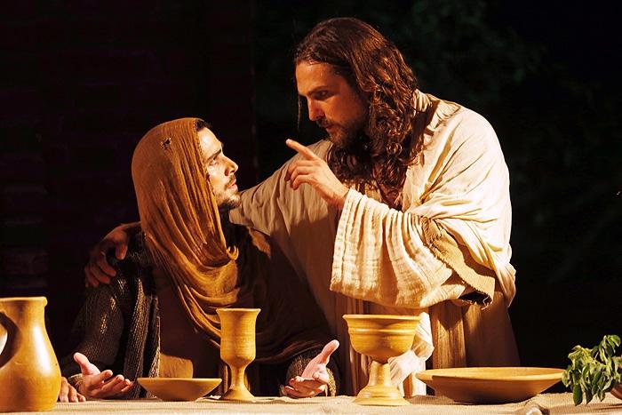"""Veja como foi a estreia de Fiuk em """"A Paixão de Cristo"""""""