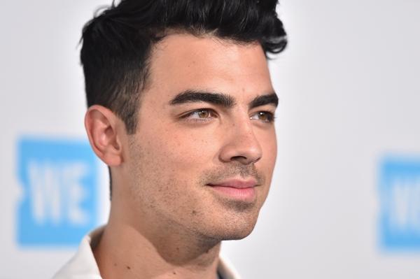 Joe Jonas fala sobre comparações com Zayn Malik