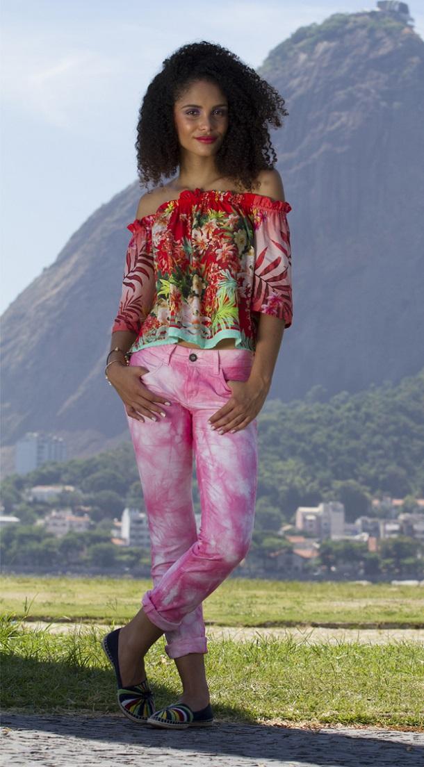 modelo calça colorida