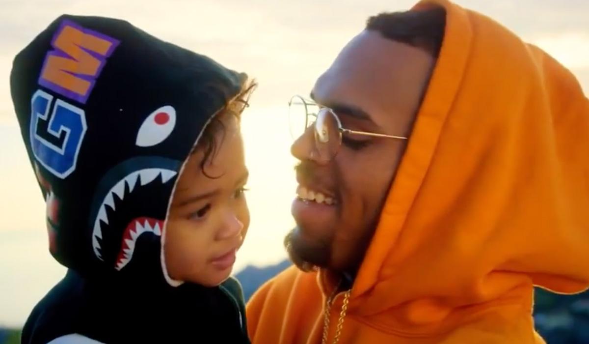 Chris Brown e filha Royalty em clipe Where she is