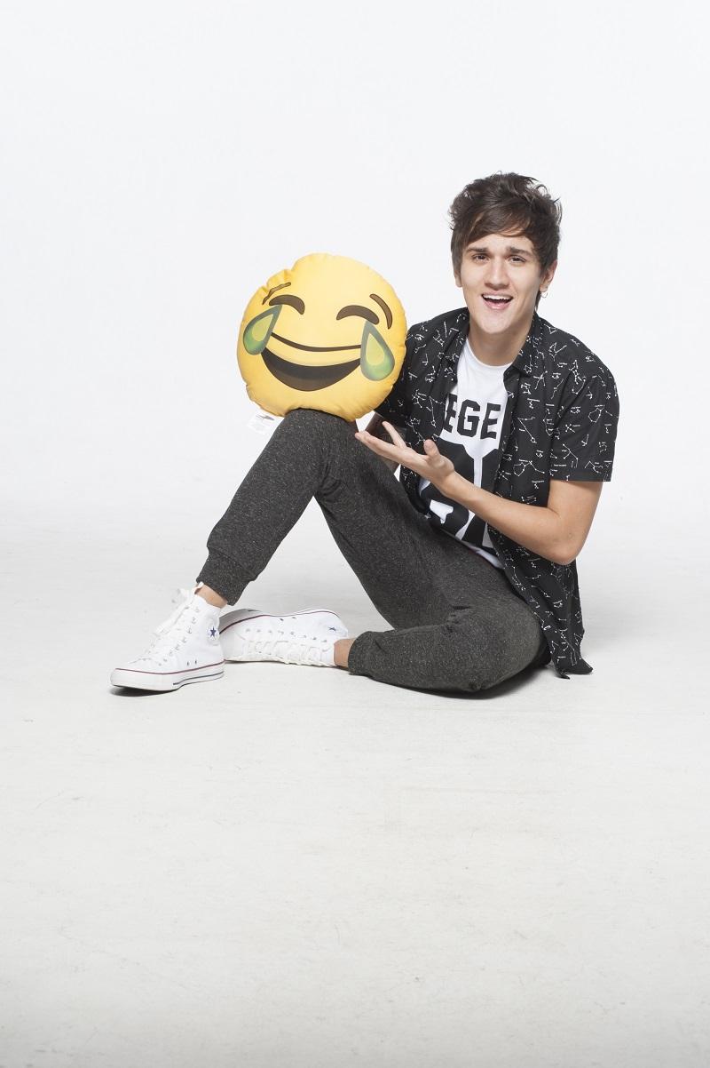 Christian com almofada de smiley