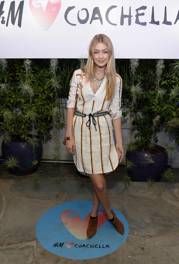 Gigi Hadid usando um vestido-camisa