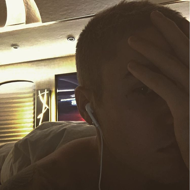Justin Bieber faz nova tattoo inusitada no rosto!