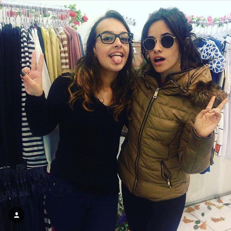 Camila Cabello da fifth harmony tira foto com fã