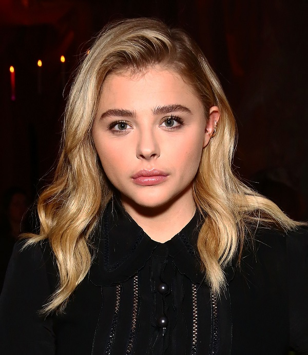 Foto do Getty Imagens da Chloë Moretz com make cara limpa