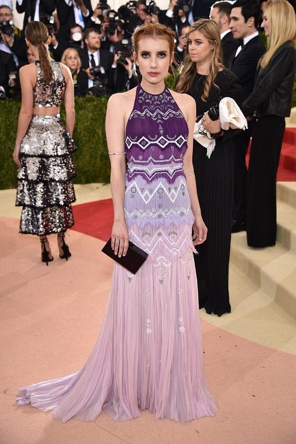 Emma Roberts vestido longo