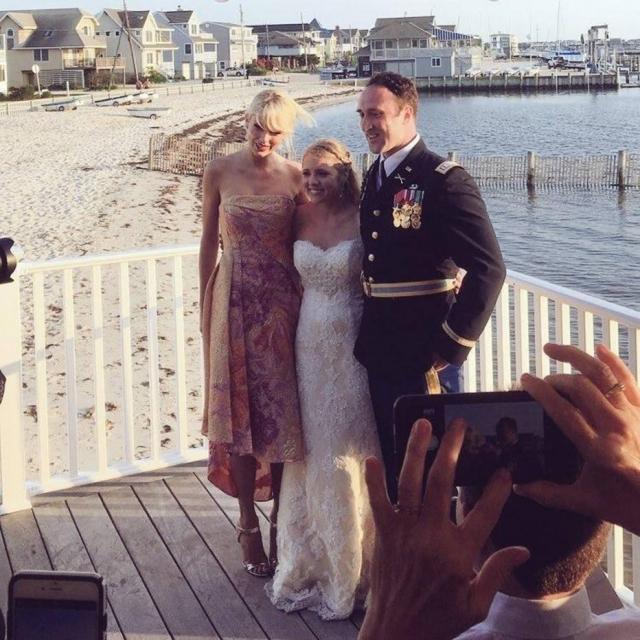 Taylor em casamento de fã
