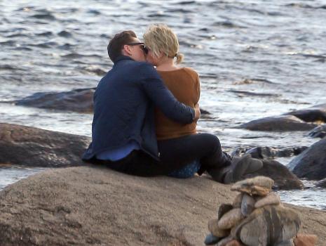 Taylor swift aos beijos com tom hiddleston