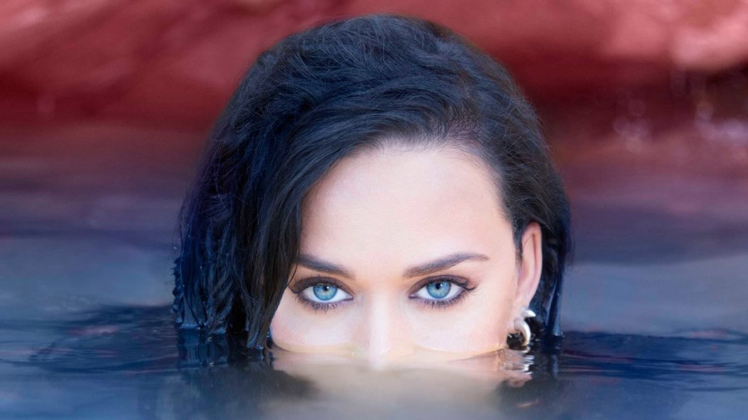 "Katy Perry emergindo da água na capa do single ""rise''"