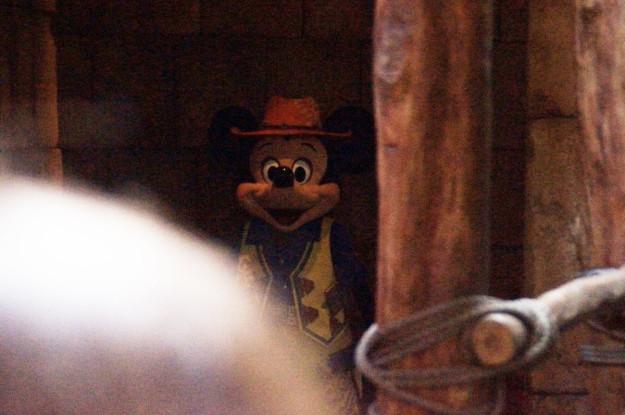 mickey triste