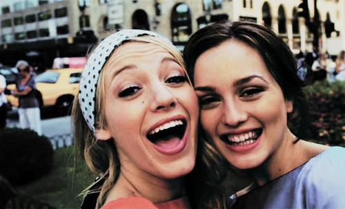 Serena e Blair de gossip girl bem amigas