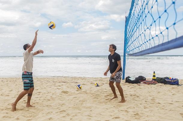 Felipe Roque jogando vôlei de praia