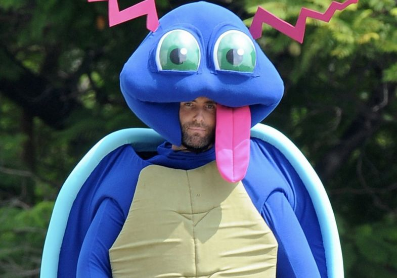 Adam Levine vestido de Pokémon