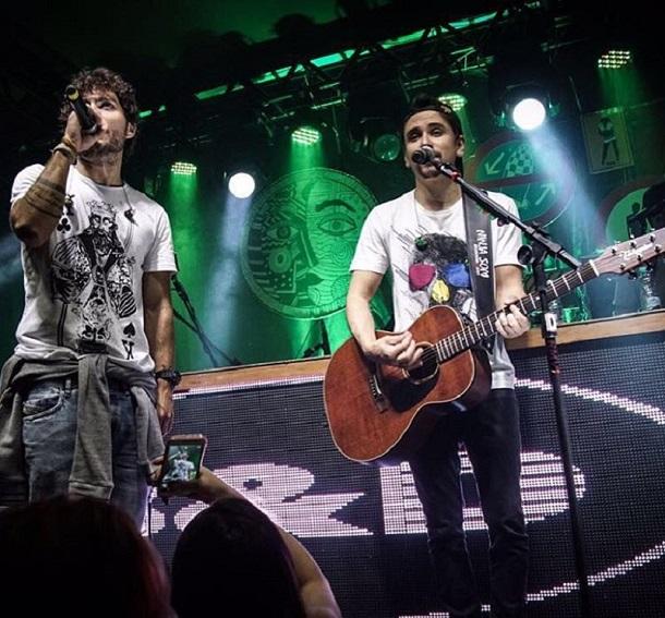 Dupla Bruninho e Davi cantando