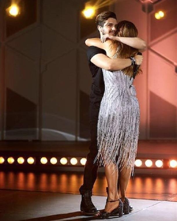 Ivete Sangalo abraçando Luan Santana