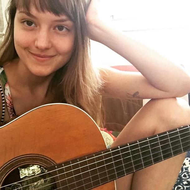 Mallu com violão